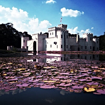 castle-and-pond-l